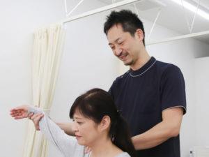 肩の可動域の検査